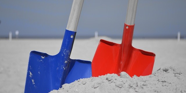 beach-with-two-spades